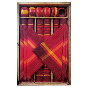 Juego de 6 manteles 6 servilletas 6 servilleteros de anillo y 1 charola rojos de 33x48/40x40cm