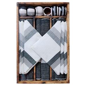 Juego de 6 manteles 6 servilletas 6 servilleteros de anillo y 1 charola negro con blanco de 33x48/40x40cm