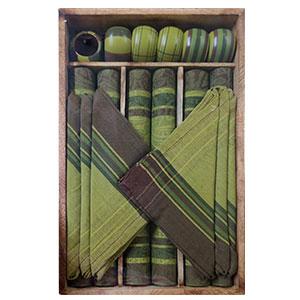 Juego de 6 manteles 6 servilletas 6 servilleteros de anillo y 1 charola verde de 33x48/40x40cm