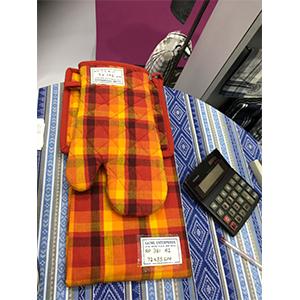 Juego de mandil porta calientes y guante de tela en naranja y amarillo de 72x85/17x32/20x20cm