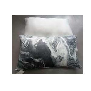 Cojín con estampado de paisaje a blanco y negro de 45x45cm