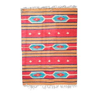 Tapete textil rojo c/rombos azules de 60x90cm