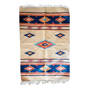Tapete textil beige con rombos azules de 60x90cm
