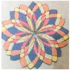 Mantel individual de chaquiras diseño flor de colores de 38x38cm