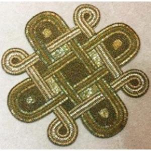 Mantel individual de canutillo y chaquiras doradas de 38x38cm