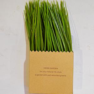 Maceta diseño bolsa de papel con pasto artificial verde