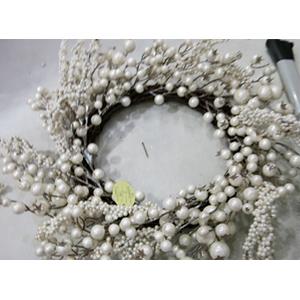 Corona con perlas blancas de 45cm