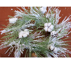 Corona de follaje verde nevado con piñas blancas de 55cm