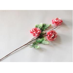 Vara con 3 flores rosas con hojas verdes de 87cm