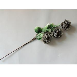 Vara con 3 flores grises con hojas verdes de 87cm