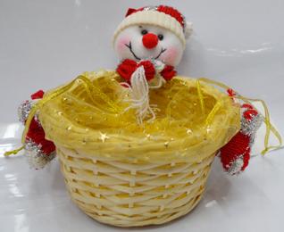 Canasta de rattan redonda diseño muñeco con gorro blanco de nieve chica