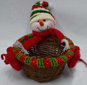 Canasta de rattan redonda diseño muñeco con gorro verde de nieve mediana