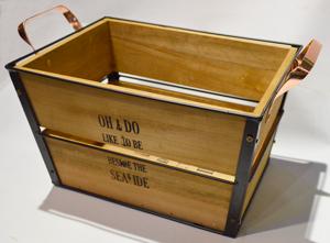 Maceta rectangular de metal con madera y asas de 41x30x23cm