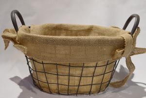 Canasta ovalada de alambrón negra con forro de yute beige de 38x25x20cm