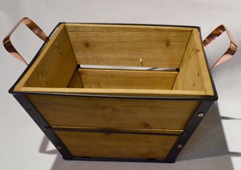 Maceta cuadrada de metal con madera y asas de 40x40x23cm