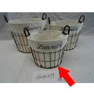 Canasta con asas de alambrón con tela blanco de 35x28x30cm