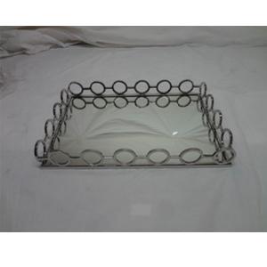 Charola de metal cromada con espejo y orilla diseño círculos de 52x35x8cm