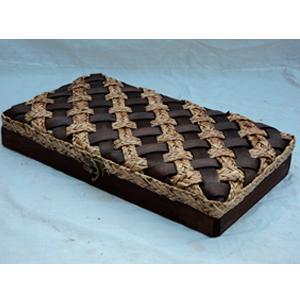 Maletin rectangular tejida café con beige de 48x29x8cm