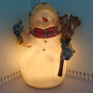 Muñeco de nieve iluminado (usa baterias triple A) de 18x12x19.5cm