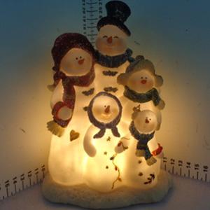 Familia de muñecos de nieve (usa baterias triple A) de 15x12x20cm