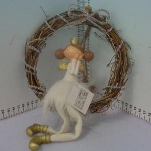 Angel sentado en corona de varas de 19x6x34cm