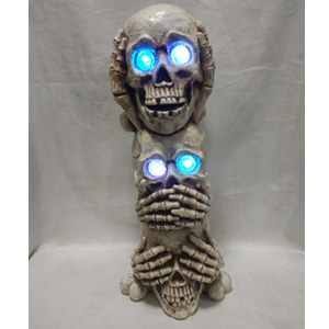 Calaveras con luces en los ojos de 20x20x47cm