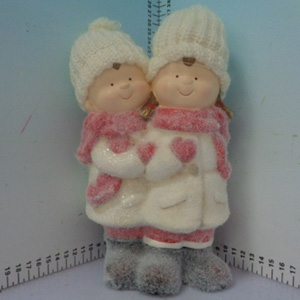 Niñas con traje invernal de 14x11x22cm
