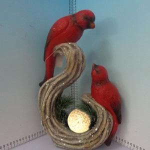Cardenales rojos con esfera iluminada (usa baterias triple A) de 53x18x56cm