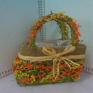 Canasta rectangular con asa y flores de 19x12x21cm