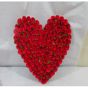 Corazón de rosas rojas de 84x45x50cm