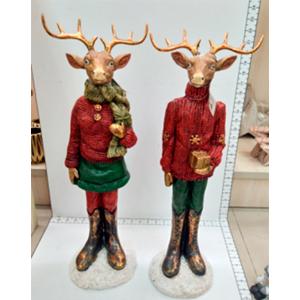 Reno parado con traje rojo y regalo de 19x17x58cm