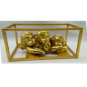 Angel recostado en base cuadrada dorada de 22x15x10cm