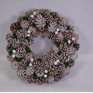 Corona de piñas escarchadas con follaje verde de 33x33x8cm