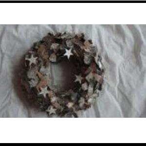 Corona de corteza y estrellas de 37x37x8cm