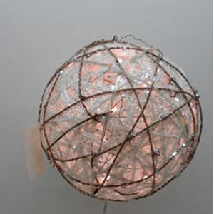 Esfera blanca tejida de varas con luz de 60 diametro