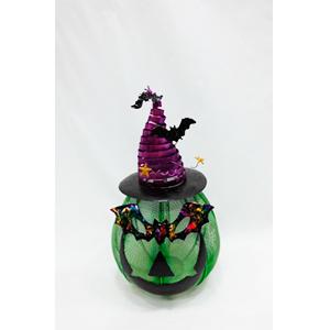 Candelabro de lámina diseño calabaza verde con gorro morado y antifaz de26x26x46cm