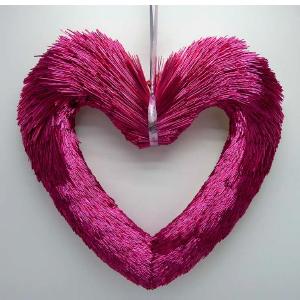 Corazón rosa de popotillo de 42x6x42cm