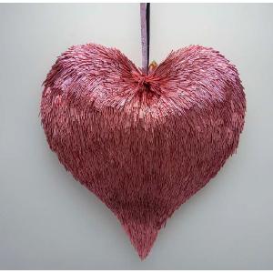 Corazón rosa de popotillo de 31x5x31cm
