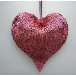 Corazón rosa de popotillo de 17x6x16cm