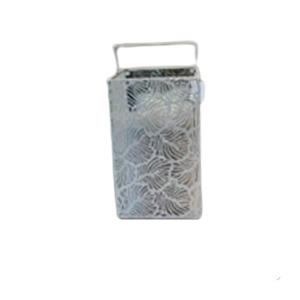 Linterna de metal calada blanca de 14x14x29cm