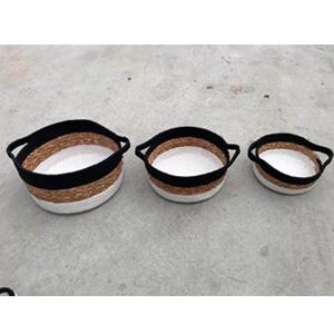 Canasta redonda tejida café con negro y blanco de 21x9cm