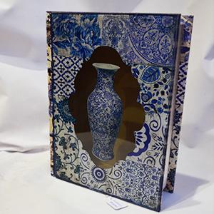 Caja portalibros con tapa de vidrio estampadoTibor Azul de 25x19x6.3cm