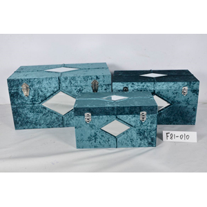 Caja de madera forrada de terciopelo azul con espejo de 55x32x30cm