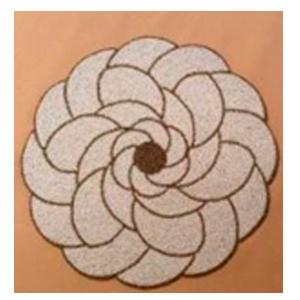 Bajo plato bordado de shakira diseño flor dorado con beige de 35cm