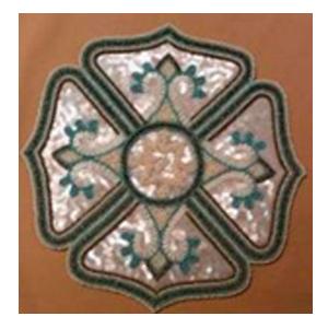 Bajo plato bordado de shakira diseño flor blanco con azul de 35cm