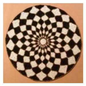Bajo plato bordado de shakira diseño rombos beige y negros de  35cm