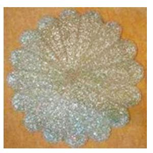 Bajo plato bordado de shakira  diseño flor plata de  35cm