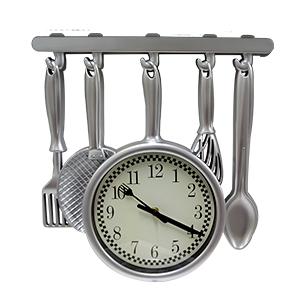 Reloj de plastico para pared diseño utensilios plateado de 40.5X37.5X4.2cm