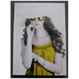 Cuadro diseño Mujer con bestido amarillo de 50x70x2.5cm