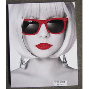 Cuadro diseño Mujer con lentes rojos de 50x70x2.5cm